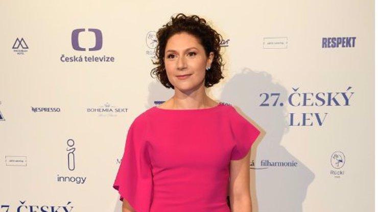 Martha Issová na Českých lvech: Jediná oblékla podruhé ty stejné šaty, vysvětlila proč
