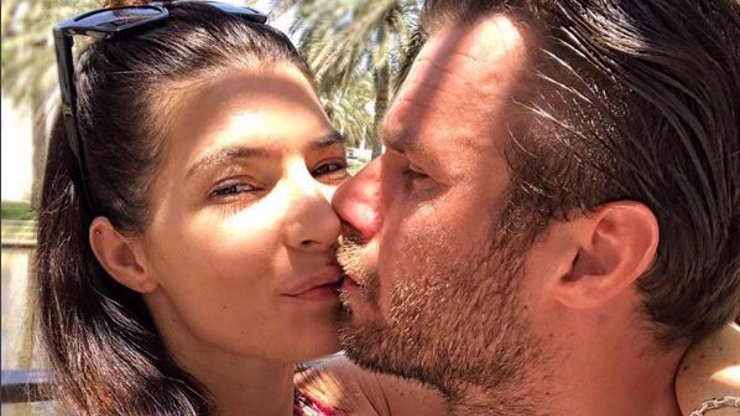 TAJEMSTVÍ TÉTO FOTKY! Víme, proč se Monika Koblížková nechce líbat s Leošem, a moc nás to mrzí