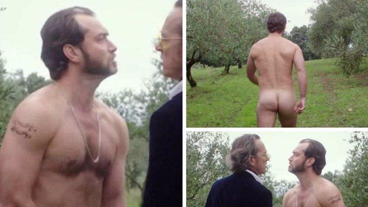 To jsou půlky! Anglický hřebec Jude Law se svlékl kvůli nové roli. Potěšte se pohledem na jeho extra zadeček
