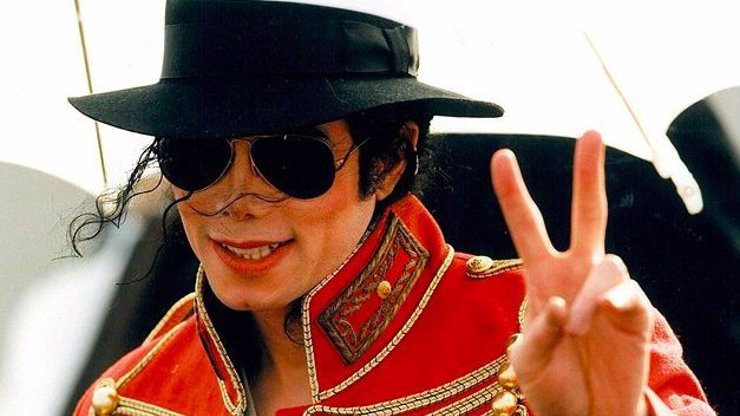 Král popu Michael Jackson by oslavil narozeniny: Kopance do rozkroku a závislost na sedativech