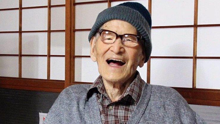 Zemřel nejstarší člověk na světě, bylo mu neuvěřitelných 116 let. Víme, jaký byl jeho recept na dlouhověkost!