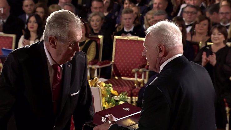 Koho Zeman vyznamenal: Václav Klaus, hrdina z Dubí, Jarda Jágr a 39 dalších