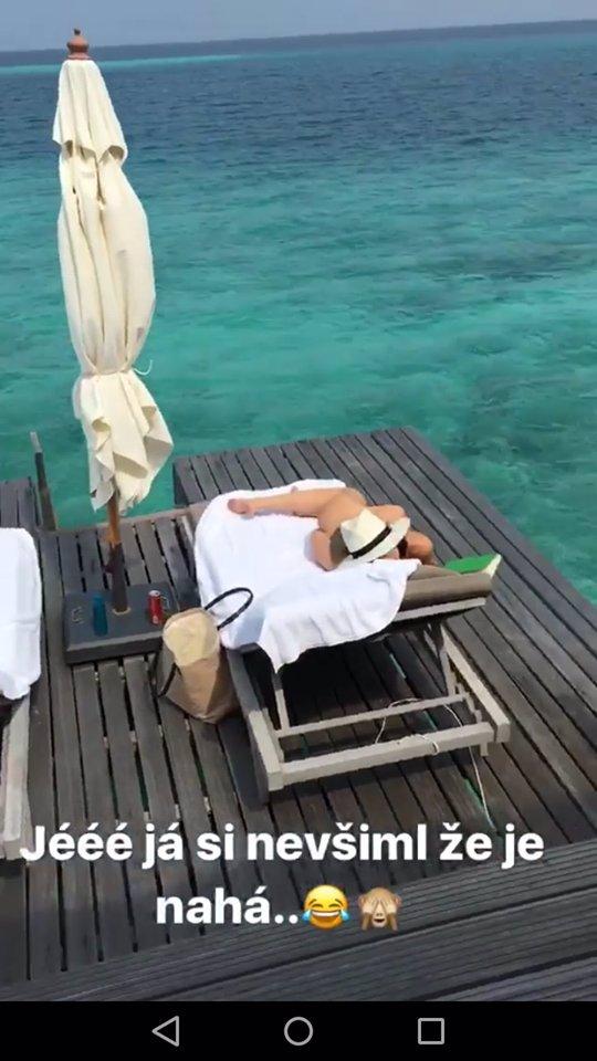 Leoš Mareš natočil svoji snoubenku úplně nahou a vtipkoval o tom: Monika ukázala nejluxusnější zadeček šoubyznysu