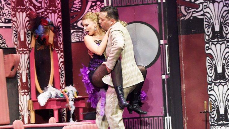 Adéla ještě nevečeřela je zpět. Na prknech Divadla Broadway se objevila půlka postav ze seriálu Ulice!