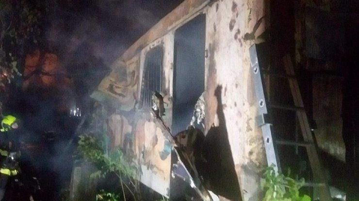 Tragédie v Brně: Čtyři lidé uhořeli poté, co vlezli do starého železničního vagonu