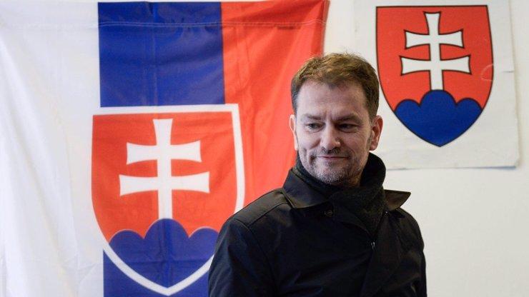 Skandál na Slovensku: S opsanými pracemi se roztrhl pytel, přiznal se i premiér Matovič