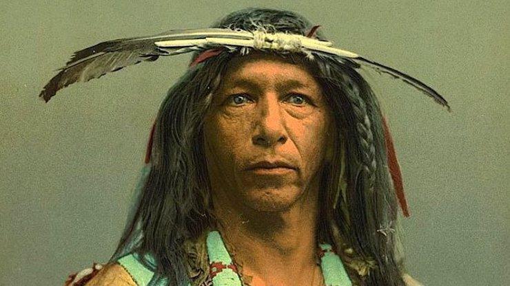 Dojměte se nad těmito 10 úchvatnými kolorovanými fotografiemi indiánů z devatenáctého století!