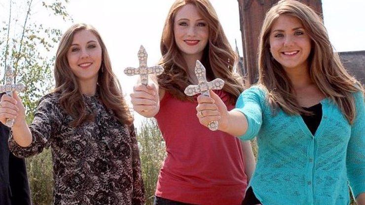 Tyto tři Američanky jsou vymítačky ďábla: Míří do Evropy bojovat proti Harrymu Potterovi, protože je podle nich skutečný!
