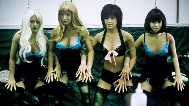 Zvrhlíci, pozor: Tady se vyrábějí neuvěřitelně realistické silikonové panny!