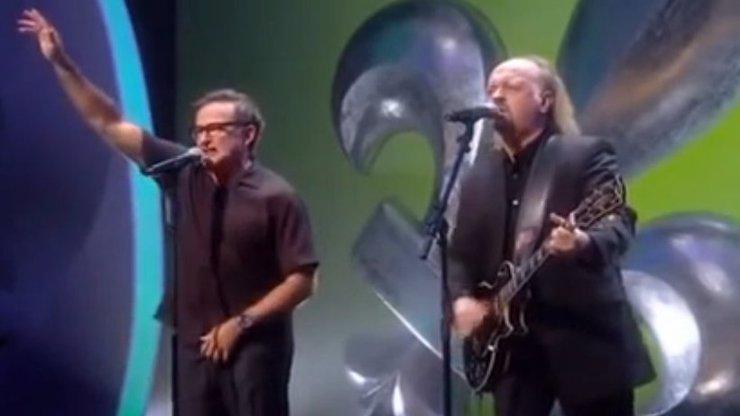 Jedno z nejvtipnějších videí Robina Williamse: Princi Charlesovi zpívá k narozeninám ujetou písničku!
