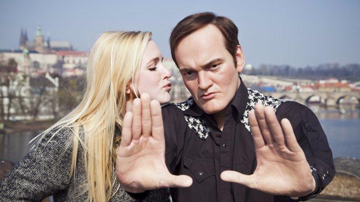 Světoznámý režisér Tarantino spatřen v Praze u Vltavy! Přijel snad pokřtít svého slavného českého jmenovce Quentina Koktu?