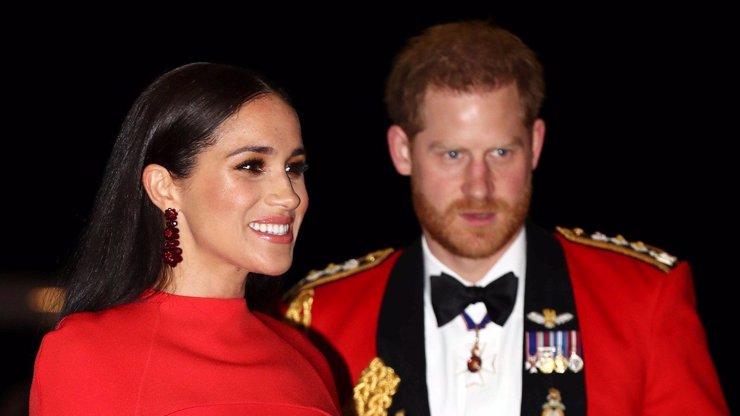 Meghan si dupla. Harry, pojď domů! Princ zmešká oslavu narozenin babičky