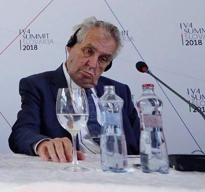 VÁNOČNÍ POSELSTVÍ prezidenta Miloše Zemana: Lepšolidi, špionománie a dvě hysterické vlny