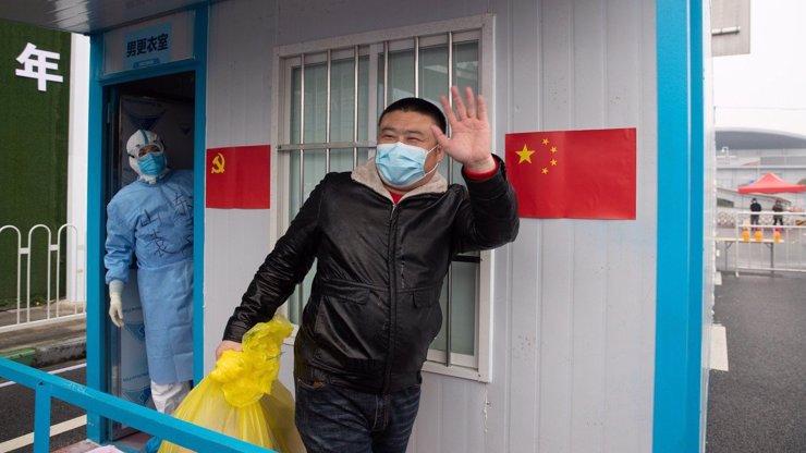 Čína se snaží zbavit viny za pandemii: Tvrdí, že covid pochází z Indie nebo Česka