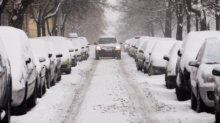 Tak tohle jsme nečekali: Silničáři jsou ze sněhu překvapeni