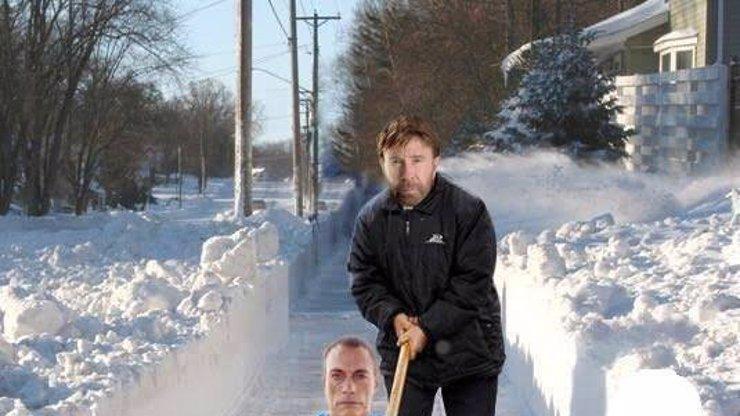 Musíte uklízet sníh? Inspirujte se technikou Chucka Norrise!
