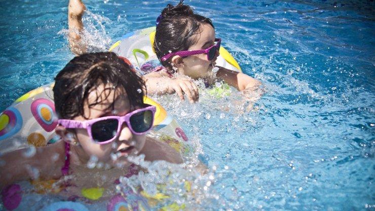 Bazény, sauny a wellness mají zelenou: 10 metrů na osobu, roušky a rozestupy i ve vodě