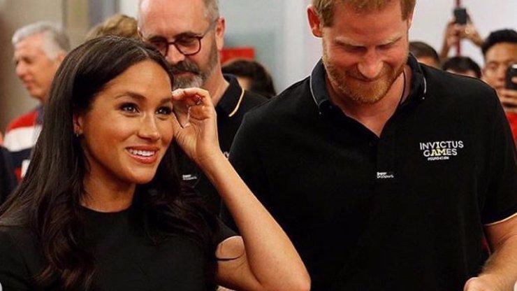 Co ji tak dojalo? Vévodkyni Meghan se vlily slzy do očí před stovkami lidí