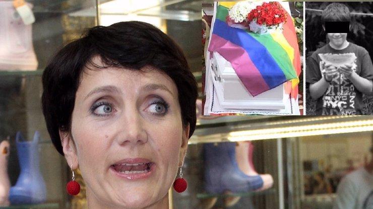 Nebohá Janečková pohřbila gay synovce, který to vzal na sebe za všechny homosexuály! Co se dělo na pohřbu?