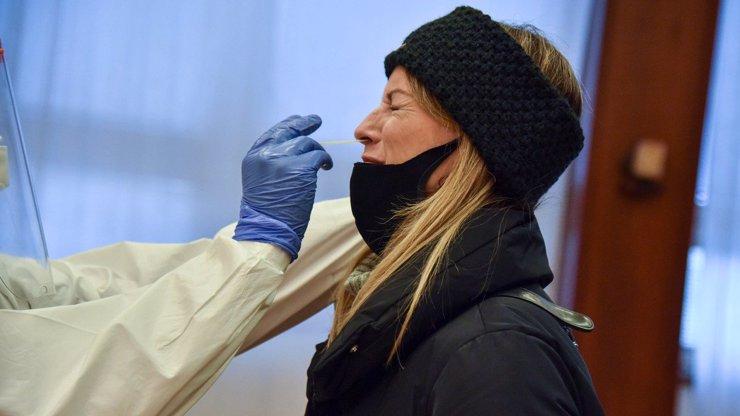 Domácí testování na covid se nevyplatilo: Žena z Brna skončila s krvácením v nemocnici