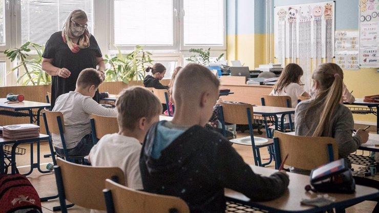 Vzdorující škola v Semilech: Rebely vyšetřuje hygiena, řediteli hrozí mastná pokuta