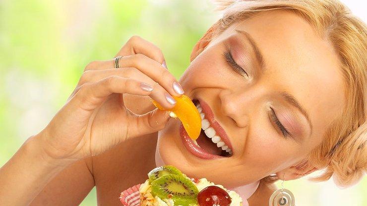 Jídlo ovlivňuje naši psychiku: Co jíst, abychom byli šťastnější?