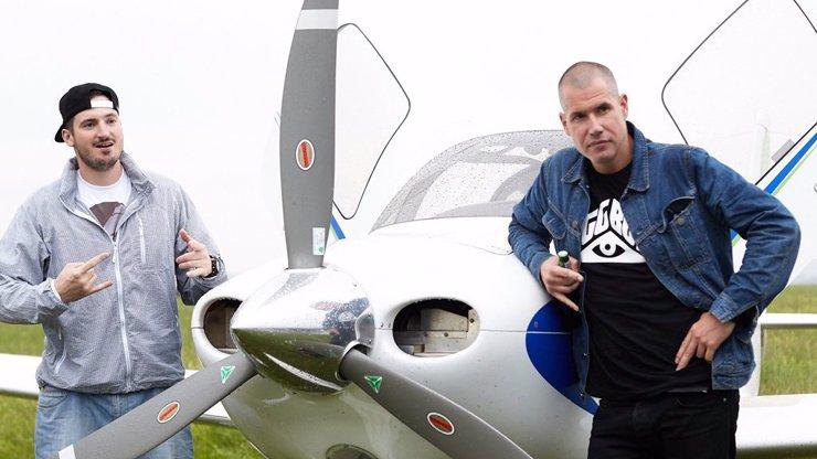 PSH vyskočili z letadla! Přiletěli rapeři z Prahy a ukázali dětem z Berouna, jak jsou světoví!