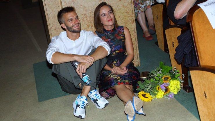 Na krásnou Terezu Voříškovou nezbylo místo na vlastní premiéře! Museli s přítelem sedět na zemi