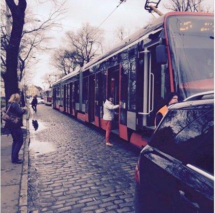 Agáta bourala v centru a jako rukojmí si vzala pražský Újezd: Tramvaje stály skoro až do Brna!