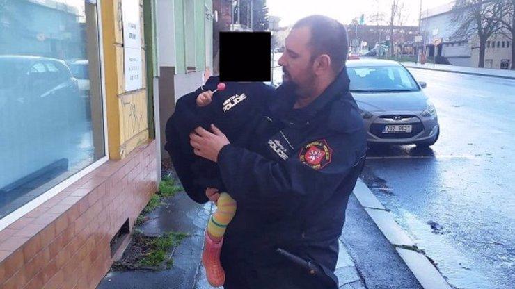 Tříletá dívenka se toulala Ústím nad Labem: Na sobě měla jen noční košilku