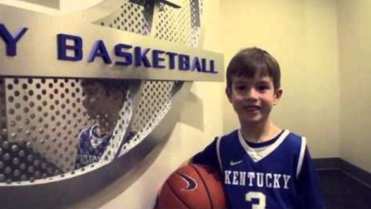 Wow! Pětiletý kluk s jednou rukou hraje basketbal lépe než většina dospělých