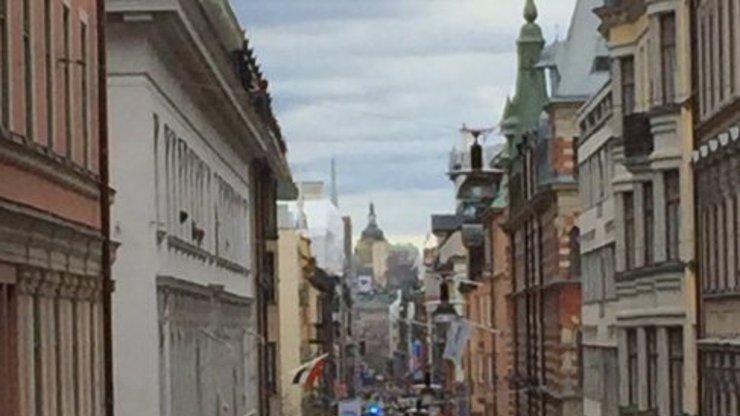 MIMOŘÁDNÁ ZPRÁVA: Nákladní auto najelo ve Stockholmu do lidí! Na místě jsou mrtví!