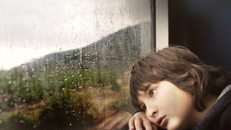 Děti rok doma: Naštvaná lékařka, vyčerpaní rodiče i další odborníci bijí na poplach