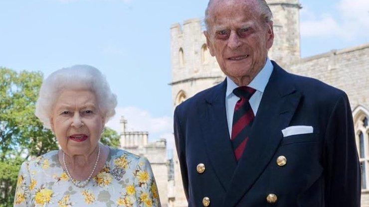 Královna Alžběta II. a princ slaví 73. výročí svatby: Pochlubili se přáníčkem od pravnoučat