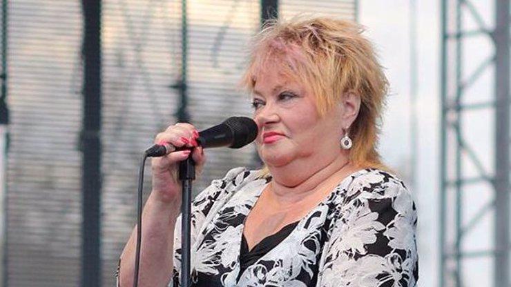 Zpěvačka Věra Špinarová zemřela ve věku 65 let. Zkolabovala v divadle a její srdce už nechtělo bít