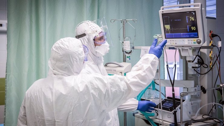 Za pátek přibylo 6202 nakažených koronavirem: Skóre systému PES je na hodnotě 69