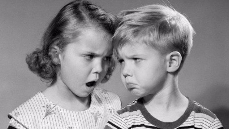 10 životních traumat, která pochopí jen starší sestry!