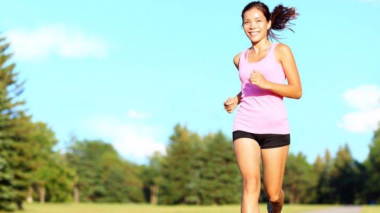 Běhání je sport milionářů. 5 důvodů, proč byste měli s joggingem začít i vy!