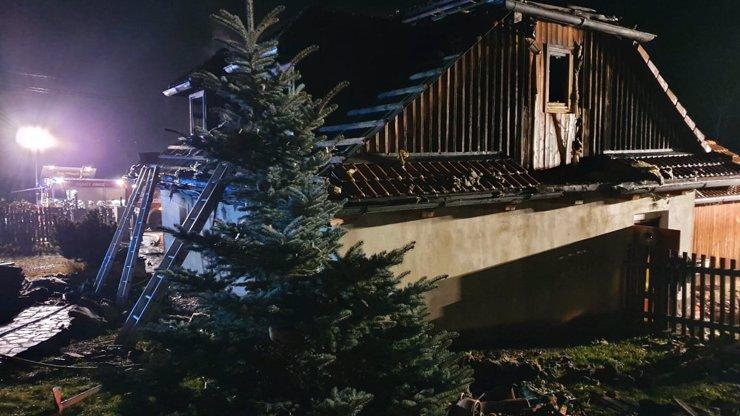Vánoční tragédie v průběhu let: Došlo ke srážce vlaků, osudným požárům i sebevraždě