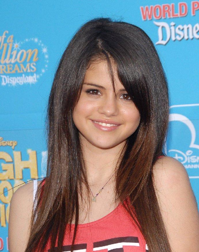 Zase na dně? Selena Gomez výrazně přibrala a změnila vizáž. Zpěvačku byste nepoznali