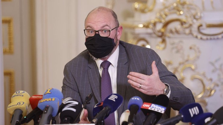 Bitka o roušky ve školách: Ministr Plaga bije na poplach