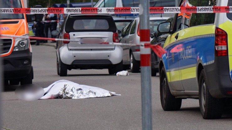Brutální vražda v Německu: Syřan za bílého dne mačetou rozsekal spolubydlícího