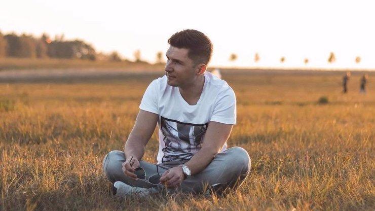 Zpěvák Marthy představuje singl Ticho a Tma: Zúčtoval v něm s depresí