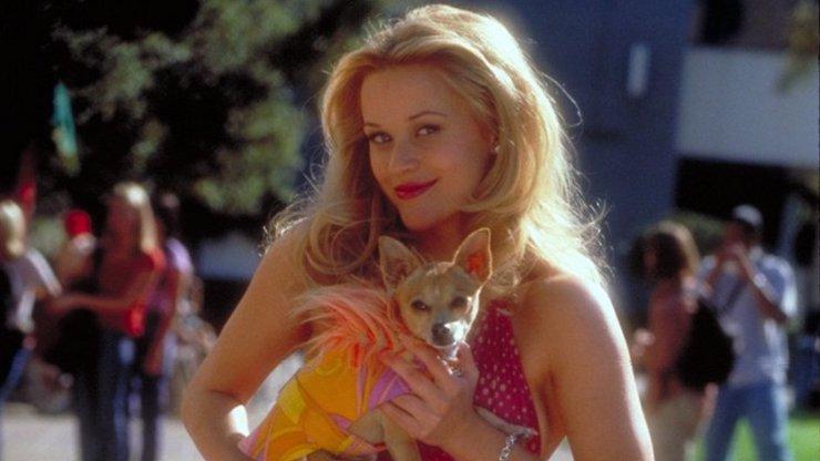 Pravá blondýnka znovu v akci: Reese Witherspoon bojuje s koronavirem po svém