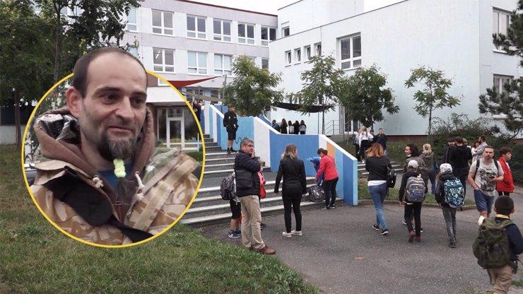 Dcera bude chodit do školy s plynovou maskou, hřímá otec: Rodiče se vyjadřují k rouškám