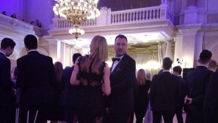 Gábina Partyšová má důvod k slzám! Manžel Daniel si užil bezva večer s pohlednou blondýnkou...