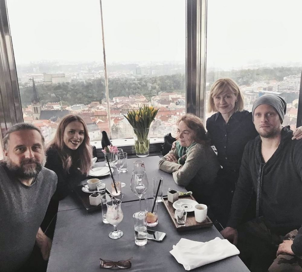 Jakub Prachař trávil Velikonoce se svojí rodinou Prachařů. Agátu nikdo NEPOZVAL!