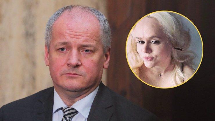 Hrůza hrůz: Monika Binias kritizuje Romana Prymulu jako ministra zdravotnictví