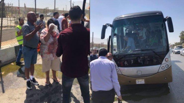 Útok v dovolenkovém ráji: Bomba zasáhla autobus plný turistů, až 16 zraněných