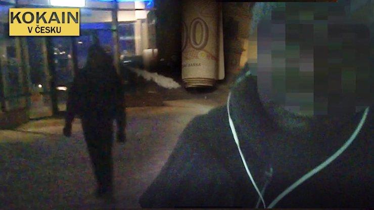 VIDEO: Jak se kupuje šňupání v Praze? Byznys jsme natočili na kamery eXtra.cz